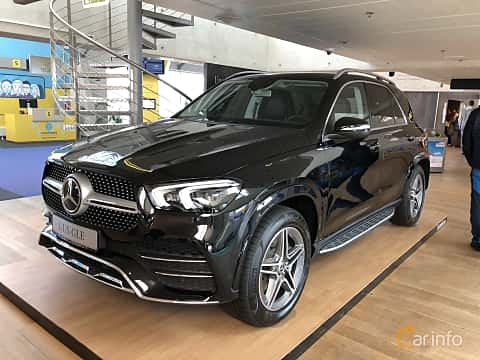 Front/Side  of Mercedes-Benz GLE 300 d 4MATIC  9G-Tronic, 245ps, 2019