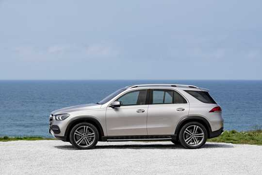 Side  of Mercedes-Benz GLE 450 4MATIC  9G-Tronic, 367hp, 2019