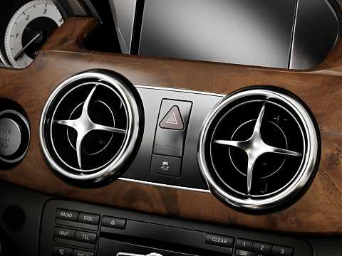 Close-up of Mercedes-Benz GLK 250 BlueTEC 4MATIC  7G-Tronic Plus, 204hp, 2013