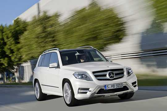 Front/Side  of Mercedes-Benz GLK 350 4MATIC  7G-Tronic Plus, 306hp, 2013