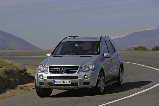 Front/Side  of Mercedes-Benz M-Class 2006
