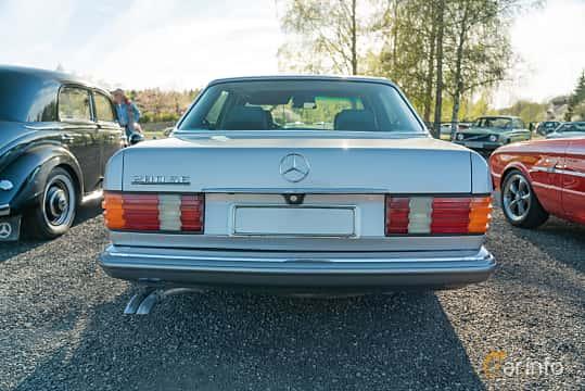 Back of Mercedes-Benz 280 SE  Automatic, 185ps, 1985 at Lissma Classic Car 2019 vecka 20