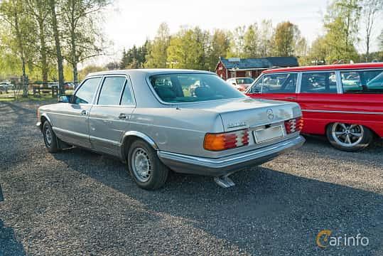 Back/Side of Mercedes-Benz 280 SE  Automatic, 185ps, 1985 at Lissma Classic Car 2019 vecka 20