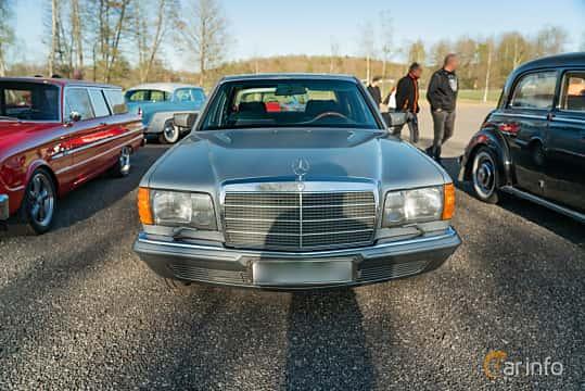 Front  of Mercedes-Benz 280 SE  Automatic, 185ps, 1985 at Lissma Classic Car 2019 vecka 20