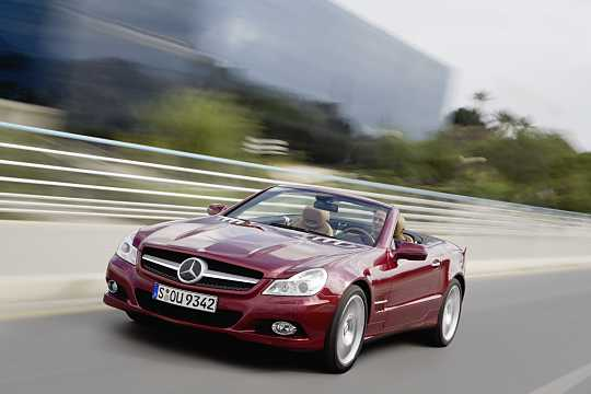 Front/Side  of Mercedes-Benz SL 500  7G-Tronic, 388hp, 2008