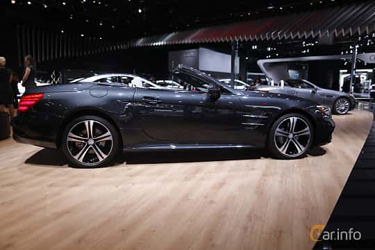 Sida av Mercedes-Benz SL 400 3.0 V6 9G-Tronic, 367ps, 2017 på North American International Auto Show 2017
