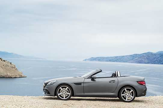 Side  of Mercedes-Benz SLC 300  9G-Tronic, 245hp, 2017