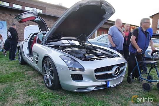 Front/Side  of Mercedes-Benz SLS AMG Coupé 6.3 V8 AMG Speedshift DCT, 571ps, 2011 at Onsdagsträffar på Gammlia v.33 / 2018