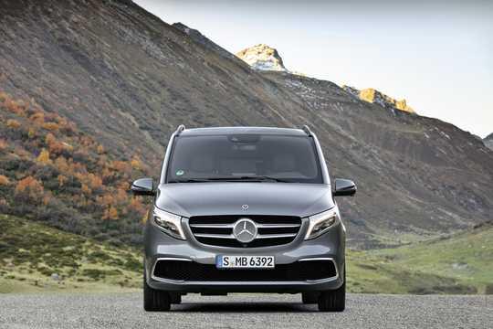 Front  of Mercedes-Benz Viano 2019