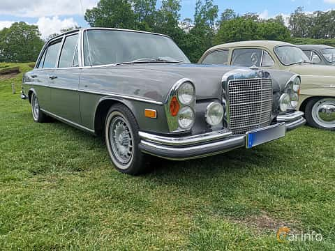 Front/Side  of Mercedes-Benz 300 SEL 3.5  Automatic, 200ps, 1972 at Sofiero Classic 2019