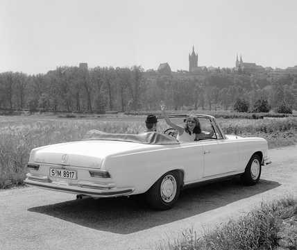 Back/Side of Mercedes-Benz 280 SE Cabriolet  160hp, 1969