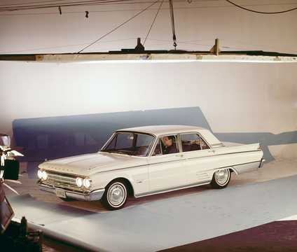 Front/Side  of Mercury Meteor 4-door Custom Sedan 1962