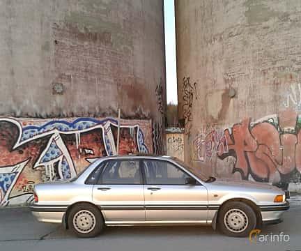 Side  of Mitsubishi Galant 1988