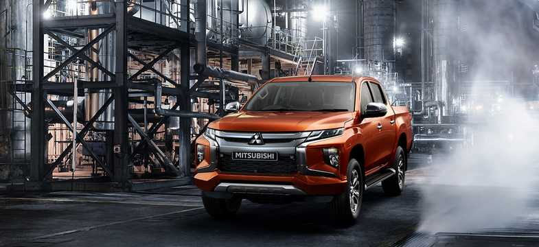 Front/Side  of Mitsubishi L200 Double Cab 2019