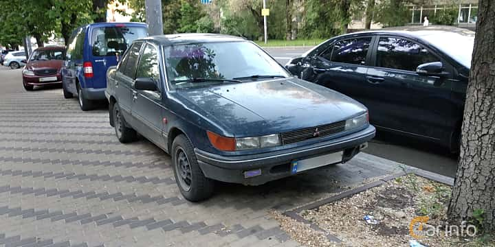 Fram/Sida av Mitsubishi Lancer 1991