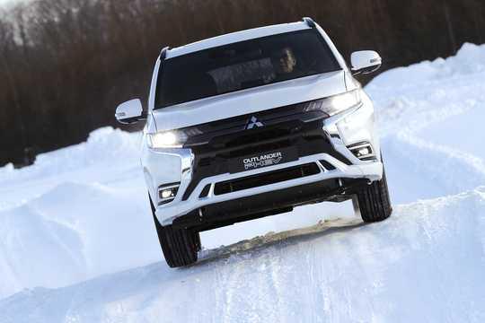 Front  of Mitsubishi Outlander P-HEV 2.4 Hybrid 4WD 230hp, 2019