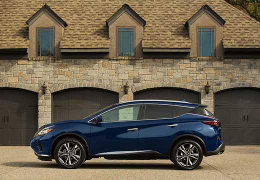 Side  of Nissan Murano 2019