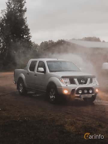 Front/Side  of Nissan Navara Double Cab 2.5 dCi 4x4 Automatic, 171ps, 2008