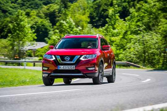 Fram/Sida av Nissan X-Trail 2017