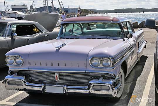Front/Side  of Oldsmobile Ninety-Eight Holiday Sedan 6.1 V8 Hydra-Matic, 309ps, 1958 at Cruising Lysekil 2019