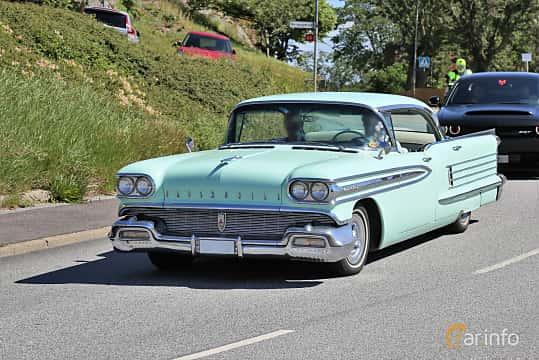 Fram/Sida av Oldsmobile Ninety-Eight Holiday Sedan 6.1 V8 Hydra-Matic, 309ps, 1958 på Cruising Lysekil 2019