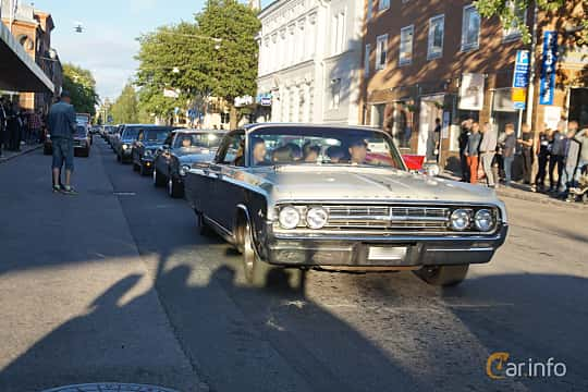 Front/Side  of Oldsmobile Ninety-Eight Holiday Sports Sedan 6.5 V8 Hydra-Matic, 335ps, 1964 at Umeå Wheels Nations Norr 2019