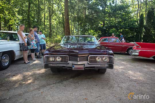 Front  of Oldsmobile Ninety-Eight Convertible 7.0 V8 Hydra-Matic, 370ps, 1967 at Lergöksträffen Ängelholm 2019