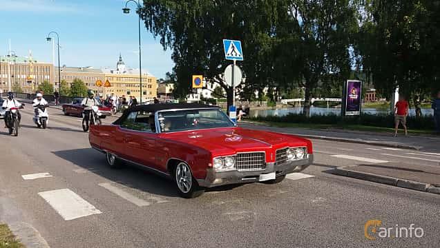 Front/Side  of Oldsmobile Ninety-Eight Convertible 7.5 V8 Hydra-Matic, 370ps, 1969 at Nostalgidagarna Härnösand 2019