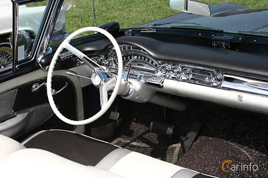 Interior of Oldsmobile Ninety-Eight Convertible Coupé 6.1 V8 Hydra-Matic, 309ps, 1958 at Power America Fest, Nossebro 2016