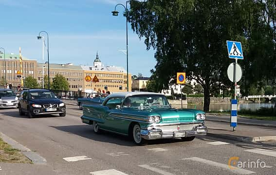Fram/Sida av Oldsmobile Ninety-Eight Holiday Coupé 6.1 V8 Hydra-Matic, 309ps, 1958 på Nostalgidagarna Härnösand 2019