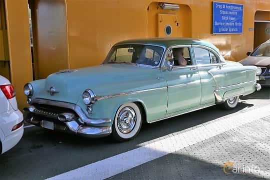 Fram/Sida av Oldsmobile Ninety-Eight Sedan 5.0 V8 Hydra-Matic, 167ps, 1953 på Cruising Lysekil 2019