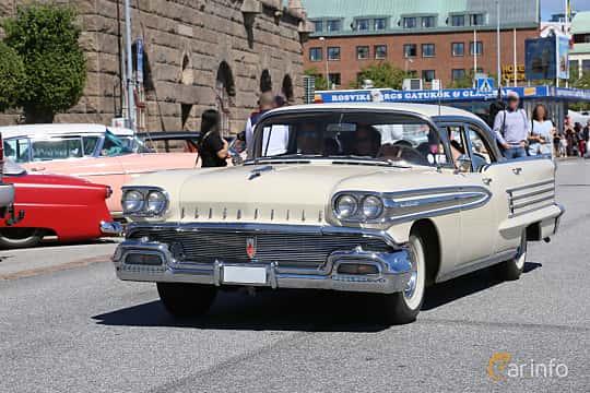 Fram/Sida av Oldsmobile Ninety-Eight Sedan 6.1 V8 Hydra-Matic, 316ps, 1958 på Cruising Lysekil 2019