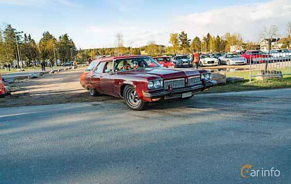 Front/Side  of Oldsmobile Custom Cruiser 2-seat 7.5 V8 Hydra-Matic, 228ps, 1973 at Wheelers Cruising, Vetlanda 2019