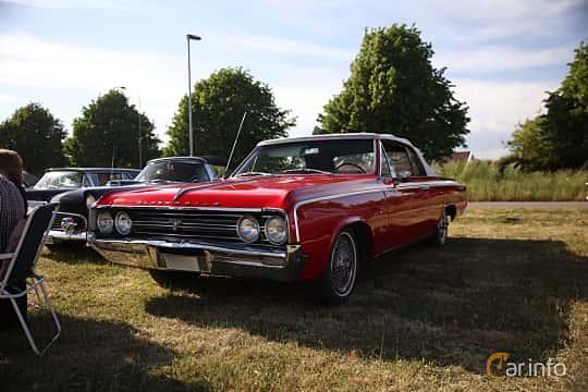 Fram/Sida av Oldsmobile Cutlass Convertible 5.4 V8 Automatic, 264ps, 1964 på Tisdagsträffarna Vikingatider v.21 / 2018