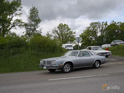 Front/Side  of Oldsmobile Cutlass Supreme Coupé 4.3 V8 Hydra-Matic, 112ps, 1977 at Hässleholm Power Start of Summer Meet 2015