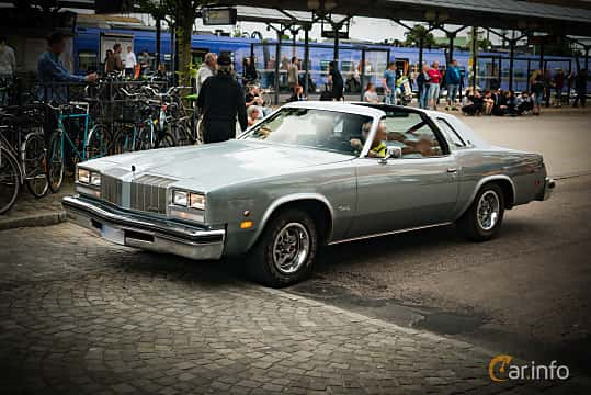 Front/Side  of Oldsmobile Cutlass Supreme Coupé 4.3 V8 Hydra-Matic, 112ps, 1977 at Hässleholm Power Start of Summer Meet 2016