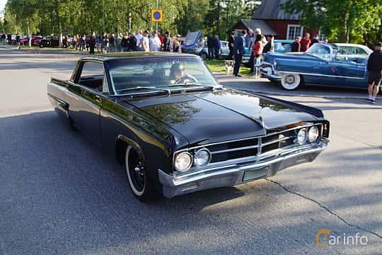 Front/Side  of Oldsmobile Dynamic 88 Holiday Sedan 6.5 V8 Manual, 284ps, 1963 at Onsdagsträffar på Gammlia Umeå 2019 vecka 28