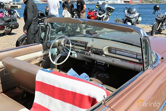 Interiör av Oldsmobile Super 88 Convertible Coupé 6.5 V8 Hydra-Matic, 320ps, 1959 på Cruising Lysekil 2019