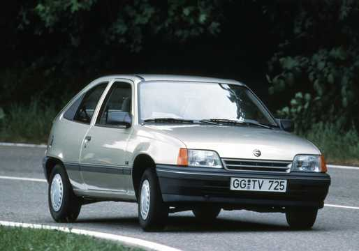 Front/Side  of Opel Kadett 3-door Hatchback 1986