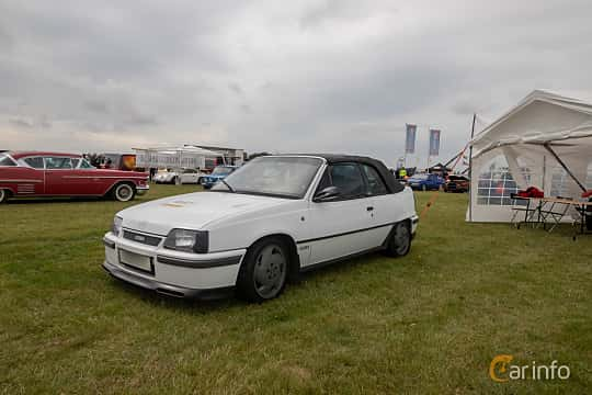 Fram/Sida av Opel Kadett Cabriolet 2.0 Manual, 116ps, 1988 på Vallåkraträffen 2019