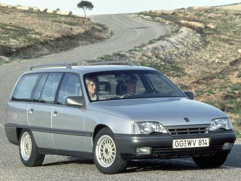 Front/Side  of Opel Omega Caravan 1987