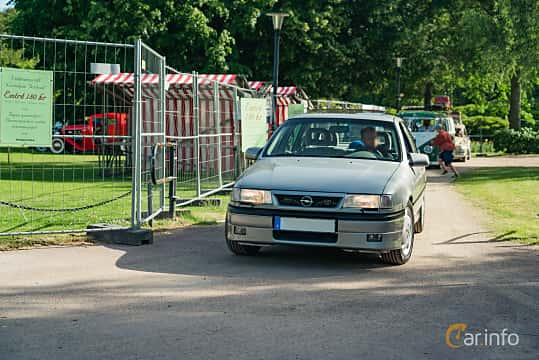 Front/Side  of Opel Vectra Sedan 2.0 Turbo 4x4 Manual, 204ps, 1994 at Ronneby Nostalgia Festival 2019