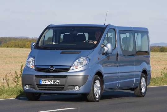 Front/Side  of Opel Vivaro Combi 2008
