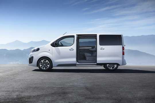 Side  of Opel Zafira Life 4th Generation