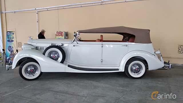 Side  of Packard Twelve 1508 Convertible Sedan 7.8 V12 Manual, 177ps, 1937 at Old Car Land no.2 2018