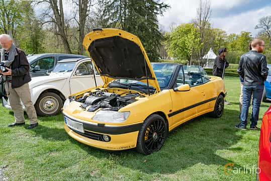 Front/Side  of Peugeot 306 Cabriolet 2.0 Manual, 132ps, 1997 at Fest För Franska Fordon  på Taxinge slott 2019