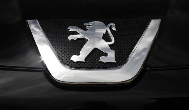 Close-up of Peugeot 4007 2008