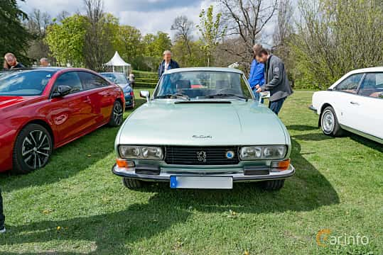 Front  of Peugeot 504 Coupé 2.7 V6 Manual, 144ps, 1978 at Fest För Franska Fordon  på Taxinge slott 2019