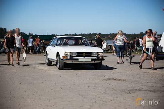 Front/Side  of Peugeot 504 Coupé 2.0 Manual, 102ps, 1973 at Eskilstunas Veterandag 2015
