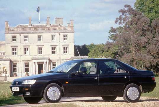 Front/Side  of Peugeot 605 1989